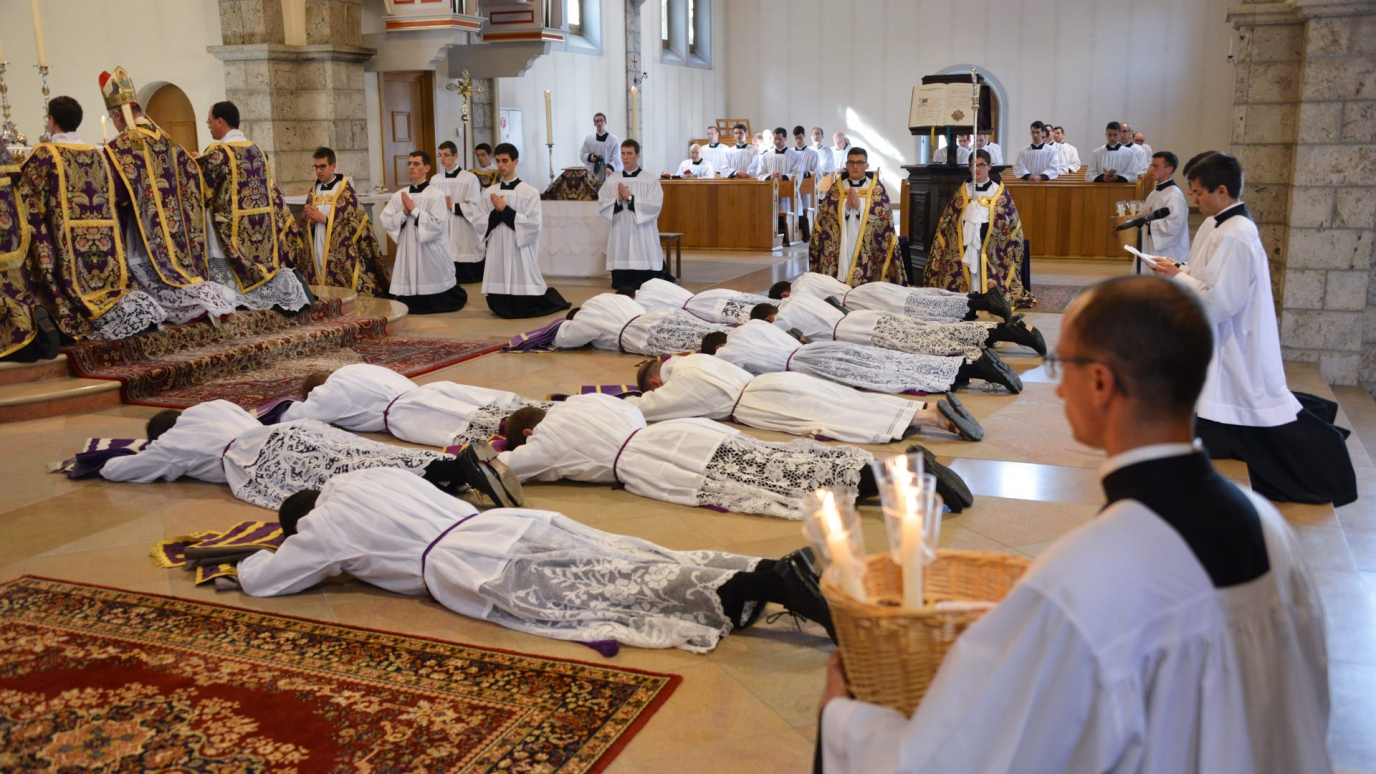 Prostration et Litanies de saints
